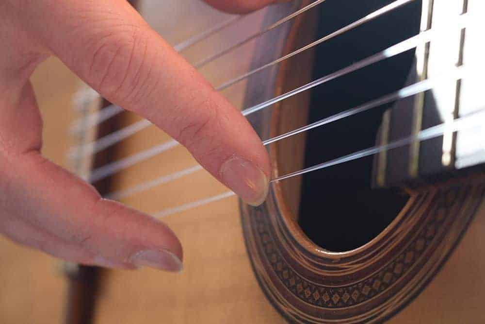 Can-You-Play-Guitar-With-Long-Nails