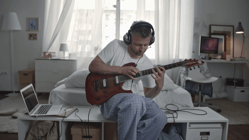 How-to-Play-Electric-Guitar-through-Headphones_1