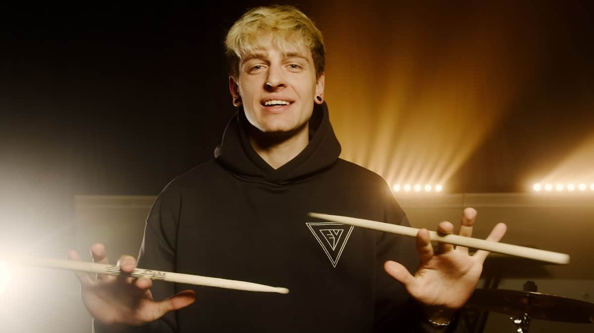 How To Spin A Drumstick In 5 Easy Steps (with videos) 1