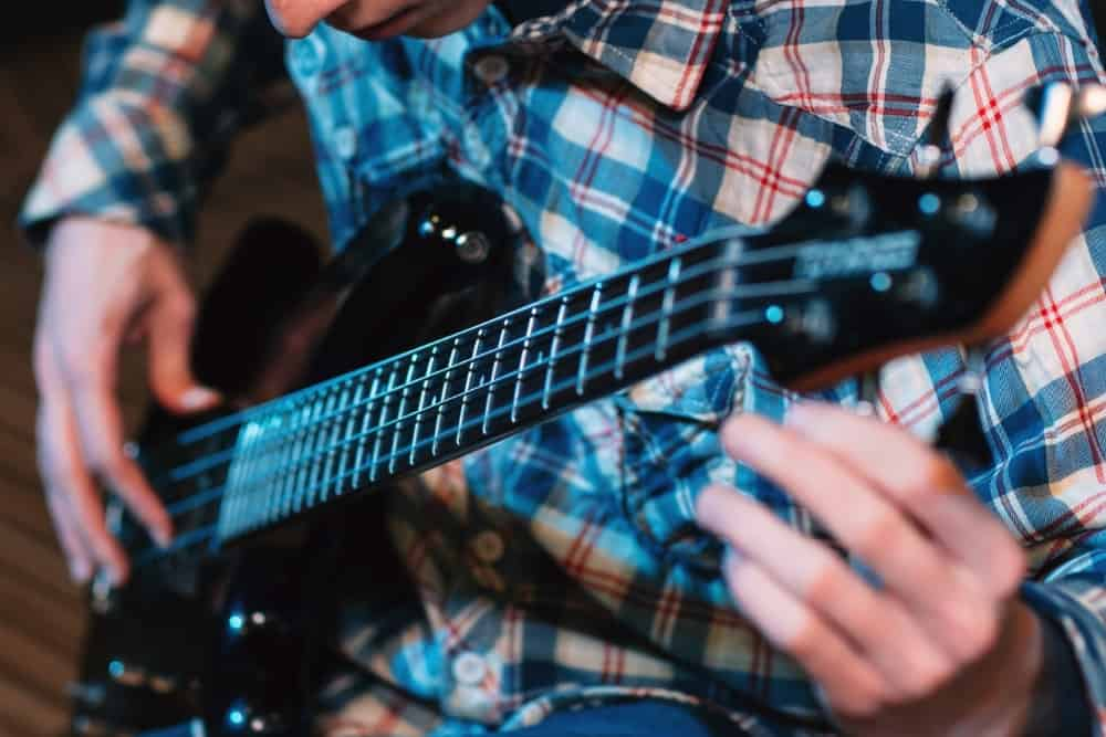 How To Tune A Guitar Without A Tuner